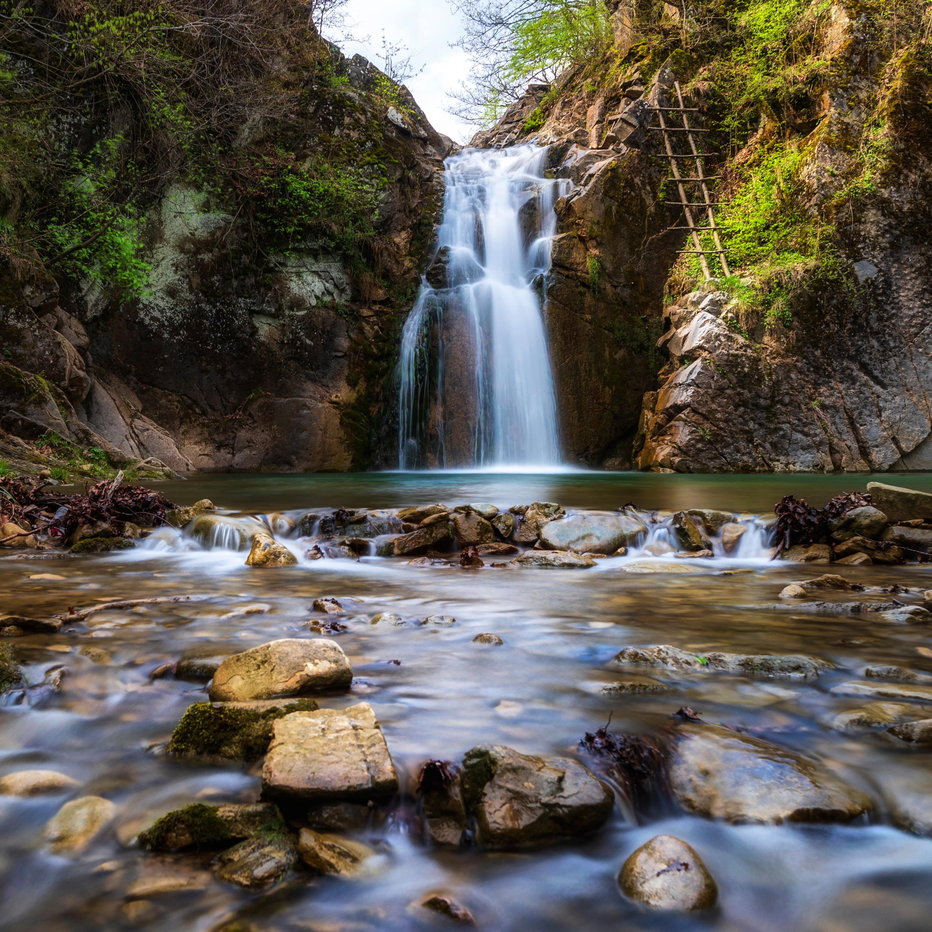 alkaline-waterfall-nature